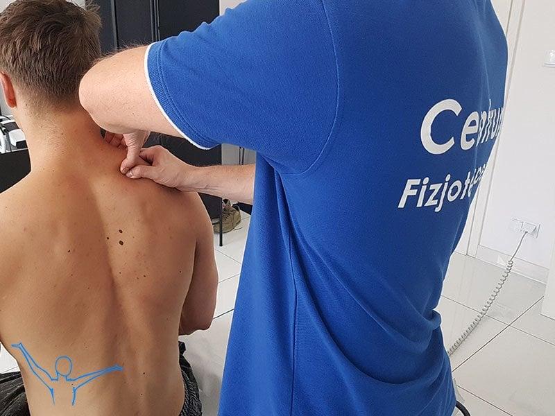 Mięsień czworoboczny grzbietu – fizjoterapia